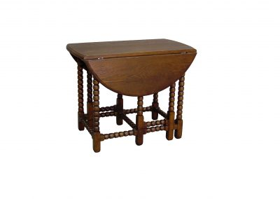 Antiqued oak gateleg table